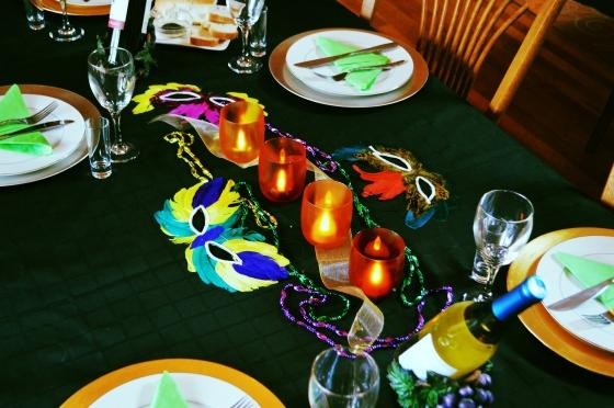 Mardi Gras Tablescape (TheSistersSoiree.com)